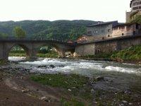 Senderos a la orilla del rio