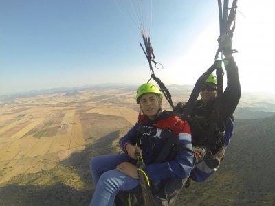 双人滑翔伞在Yeste 30分钟