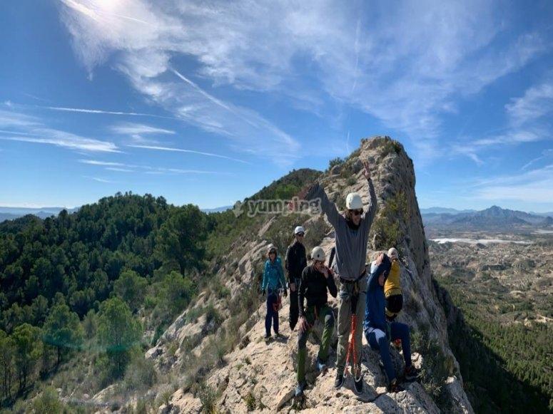 En la cima tras la escalada