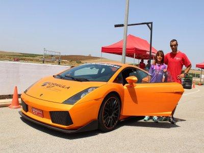 Pilota un Lamborghini en Monteblanco 1 vuelta