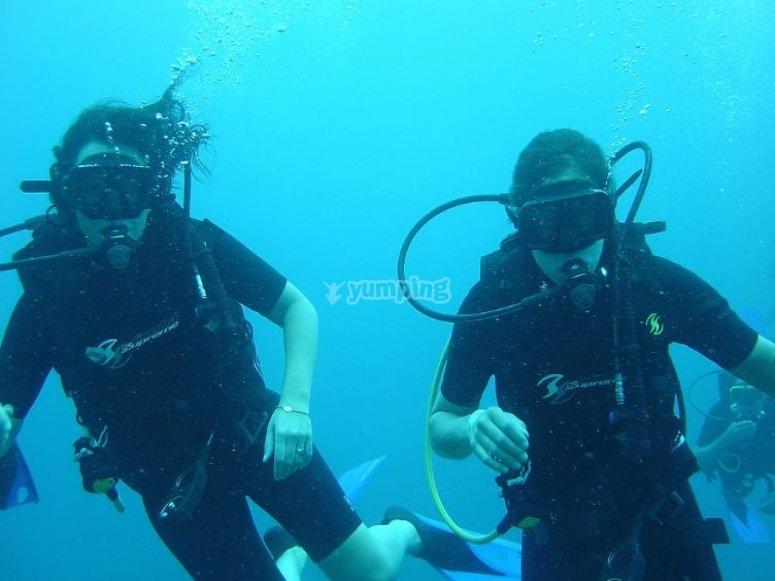 在穆尔西亚进行潜水洗礼。