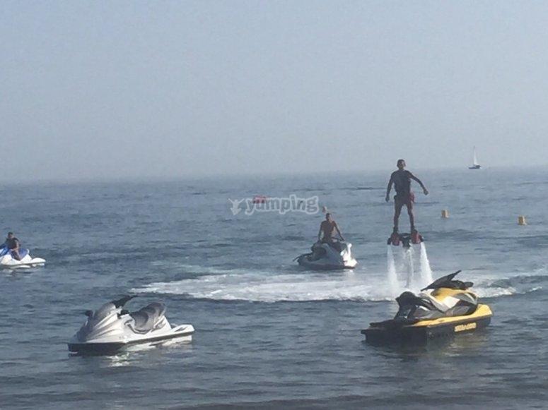 Flyboard propulsado por moto acuatica