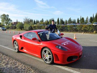 Pilota un Ferrari F430 en el Jarama, 2 vueltas