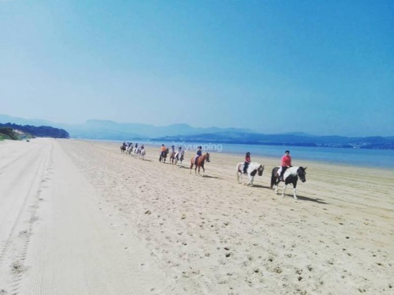 En ruta por la playa de Laredo