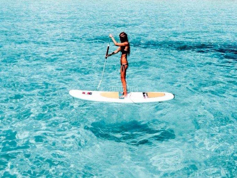 Paddle surf in acque cristalline