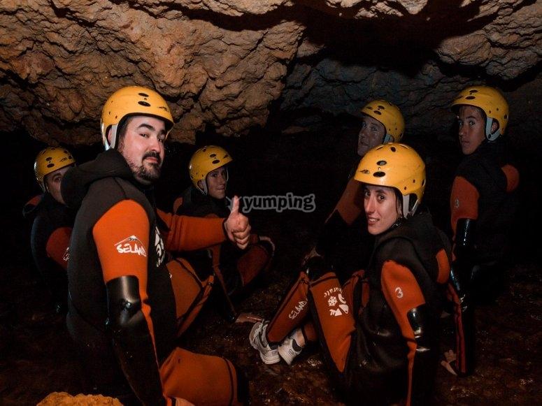在沿海洞穴