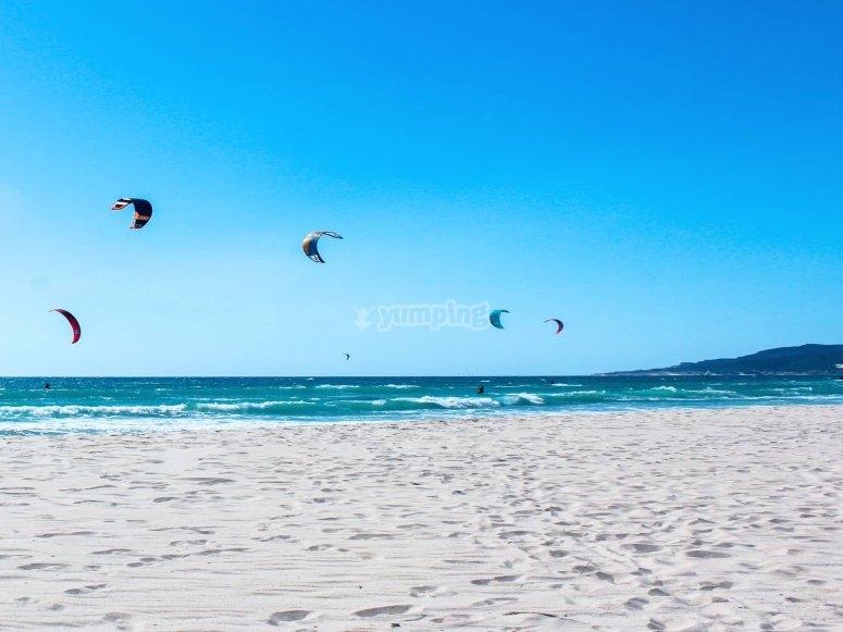 Cometas de kite en Tarifa
