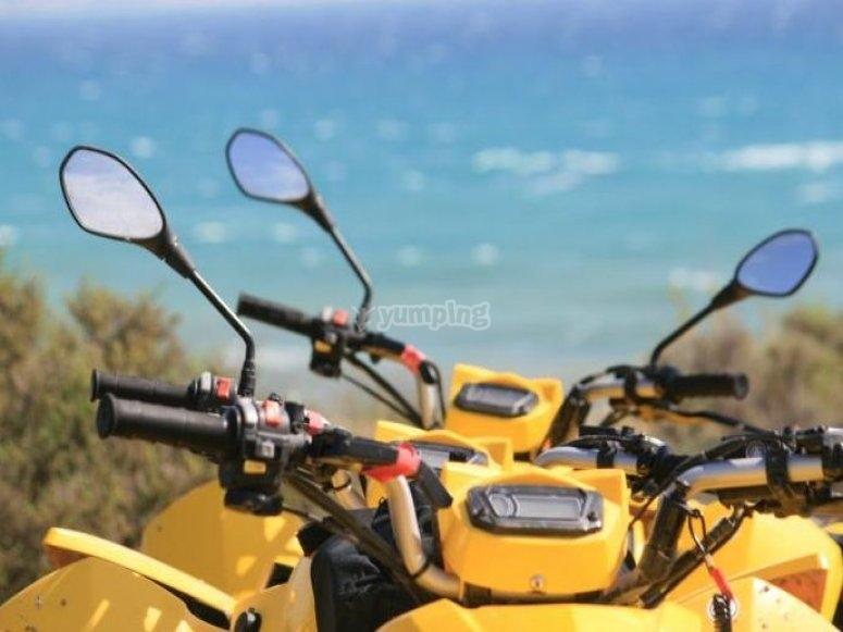 四轮摩托车