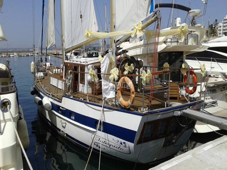 Barco en los muelles