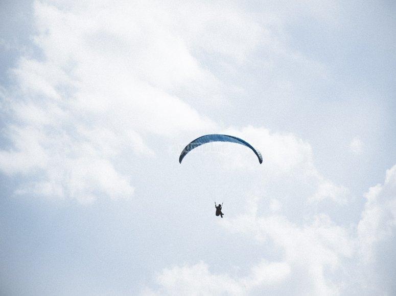 Parapente en el cielo