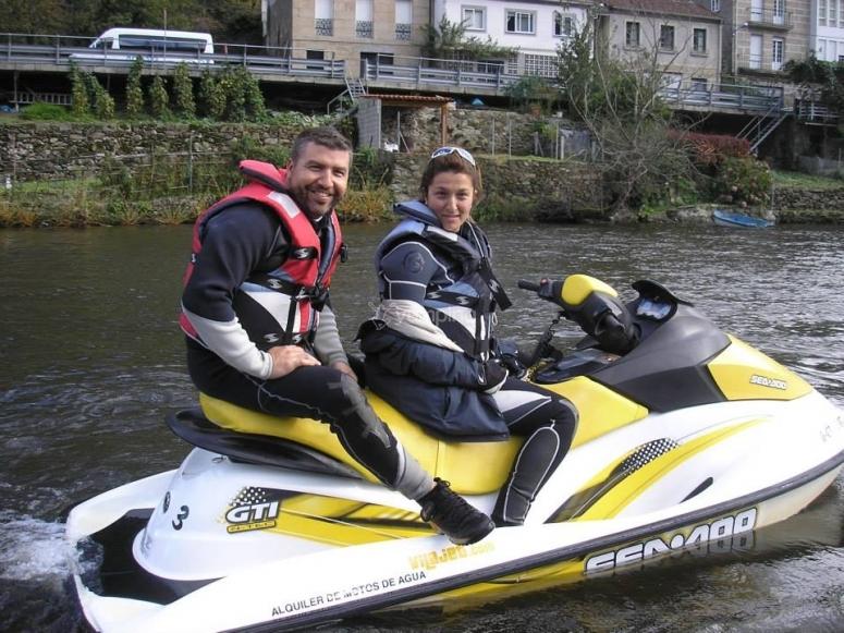 Moto d'acqua sul fiume