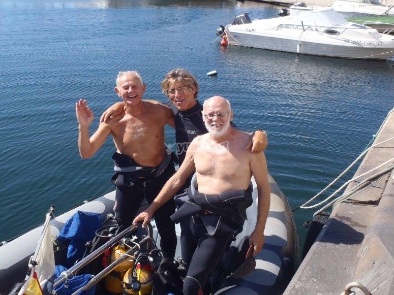 Salida de buceo con instructor experimentado