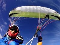 Haciendo un vuelo en parapente en Jaen