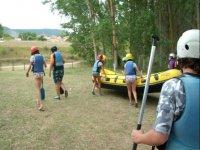 Preparados para una joranada de rafting