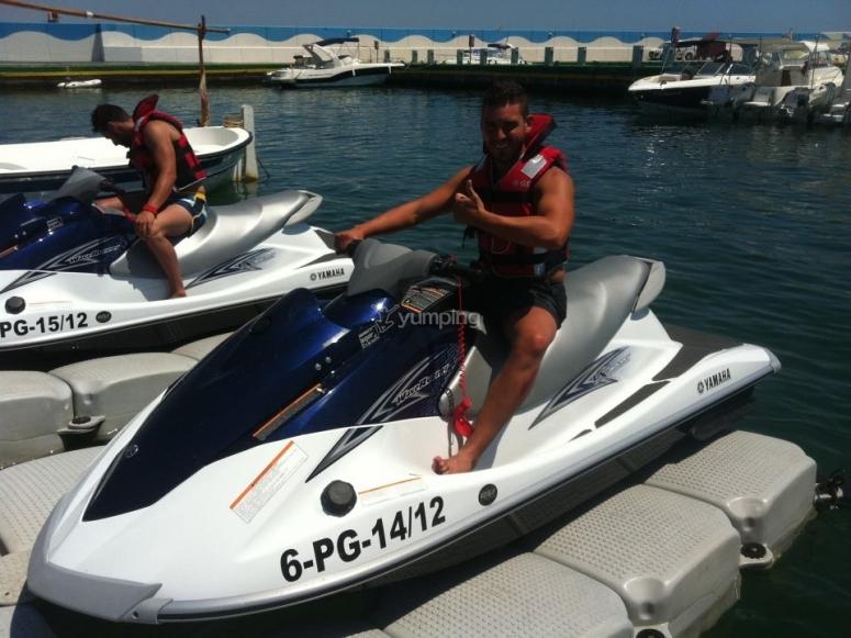 Preparado para iniciar la ruta en moto de agua por la Costa Brava
