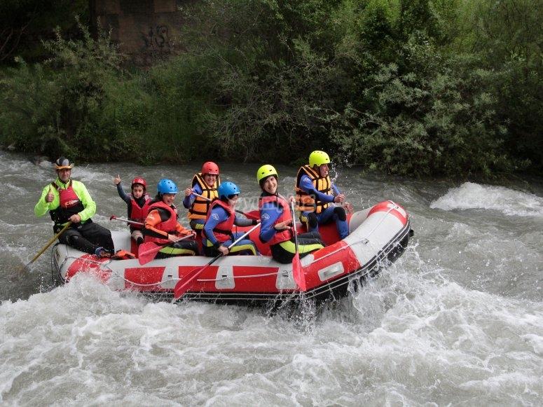 Balsa en el río