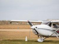Aeronave en la pista del aeródromo