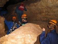 向上进入洞穴