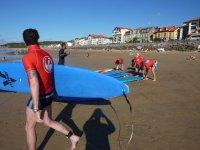 Preparados para la sesión de surf en Hondarribia