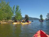 Kayak detenidos en la orilla