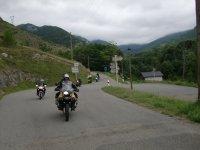 Viaje sobre la moto en grupo