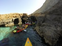 Kayak hacia cuevas submarinas