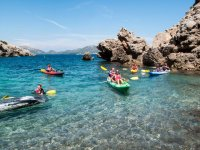 navegando en kayak en alta mar