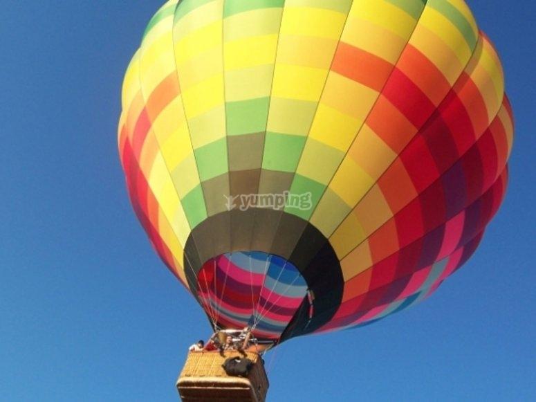 享受飞行气球