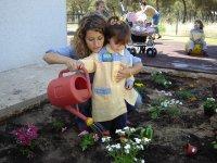 Cuidando del jardin