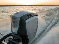 Potente motor de la embarcación