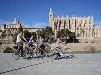 recorriendo palma de mallorca en bicicleta