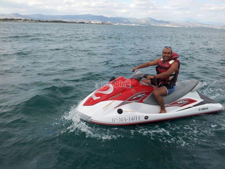A bordo de la moto acuatica