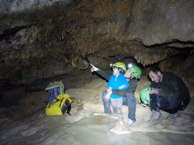 距离Añiscio的Espeolologíay峡谷6小时