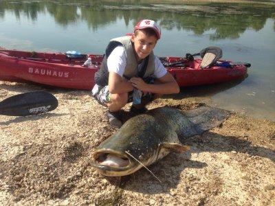 Jornada de pesca de siluro en kayak en el río Ebro
