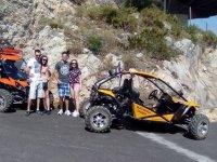 Amigos durante la jornada en buggy