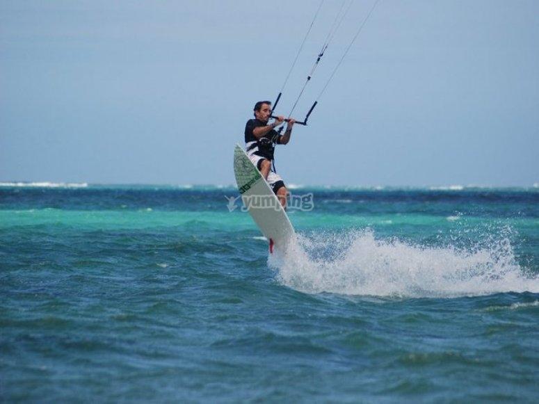 Practica kitesurf en Tarifa