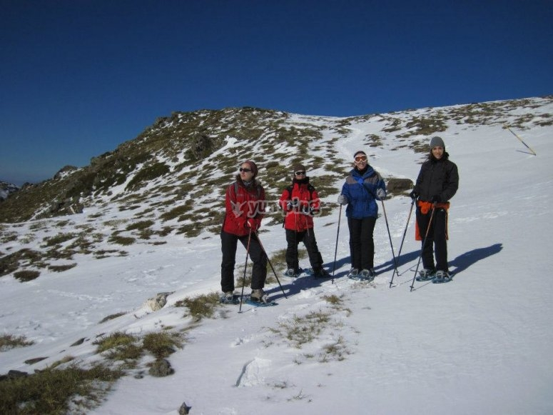 Excursión guiada en raquetas de nieve en La Hoya de La Mora