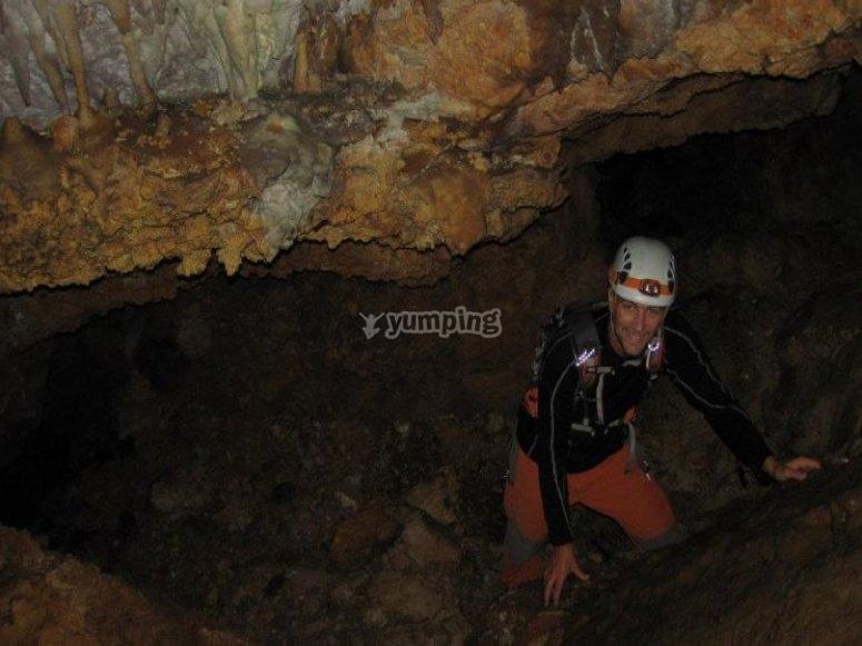 Espelogia en la cueva del agua