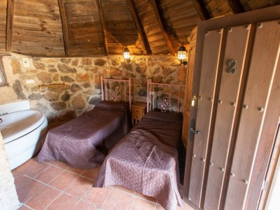 1 night Celtic Cabin + multiadventure kids La Vera