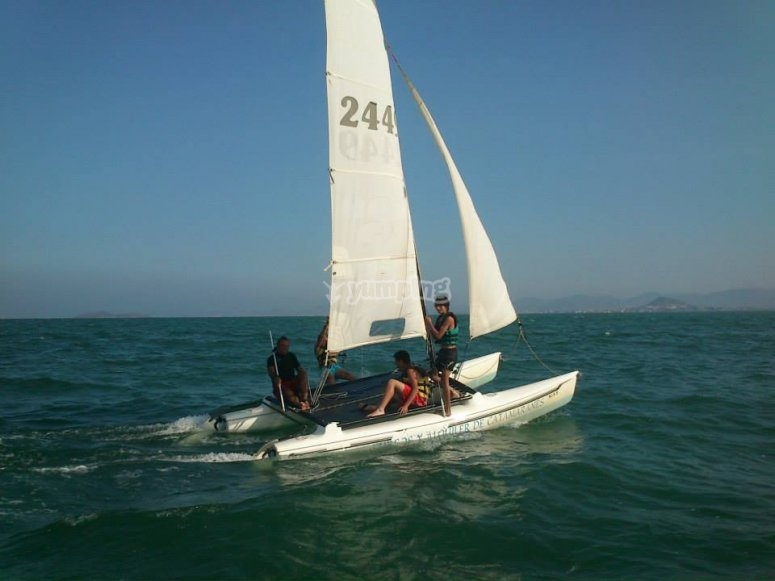 Aprende a manejar el catamarán
