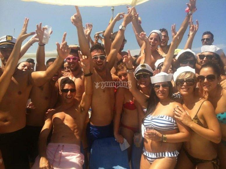 Vive una fiesta increíble en party boat