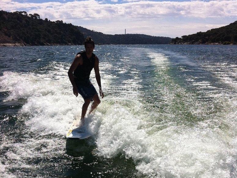 Surfista en Pelayos de la Presa