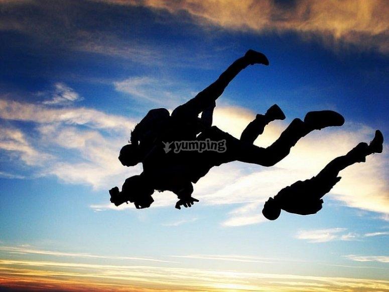 Saltadores con paracaidas en Ocana