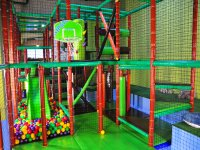 Amplio parque infantil