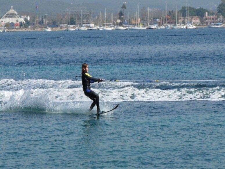 Practica wakeboard en Pollença
