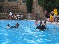游泳池的潜水体验