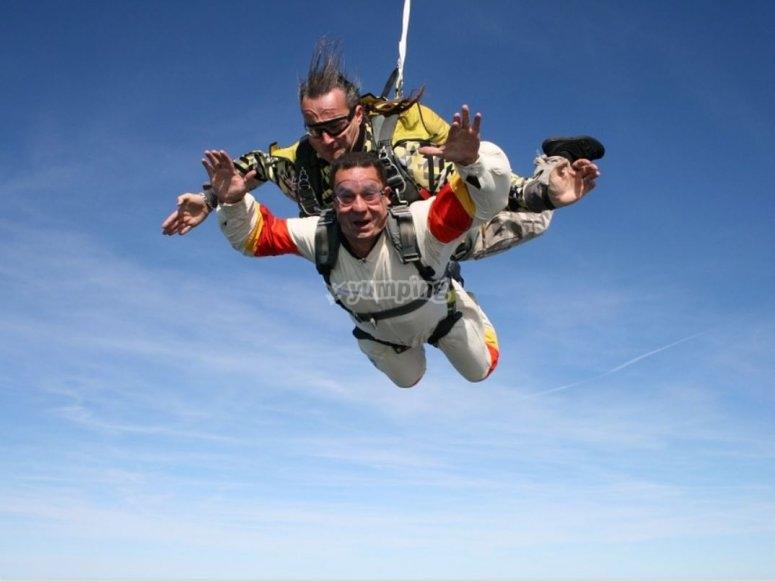 Tandem free fall