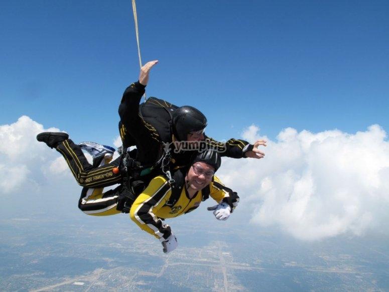 Salto con paracaidas