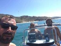Un paseo en barco con amigos