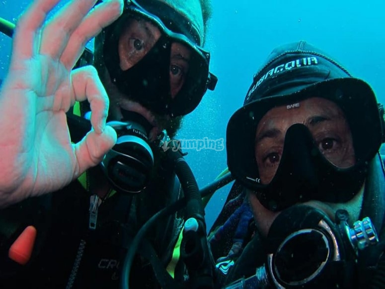 Divers during the immersion